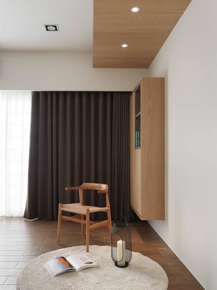Under L:  臥室 by 夏沐森山設計整合