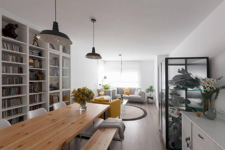 Diseño de mobiliario personalizado: Comedor de estilo  de Dimeic
