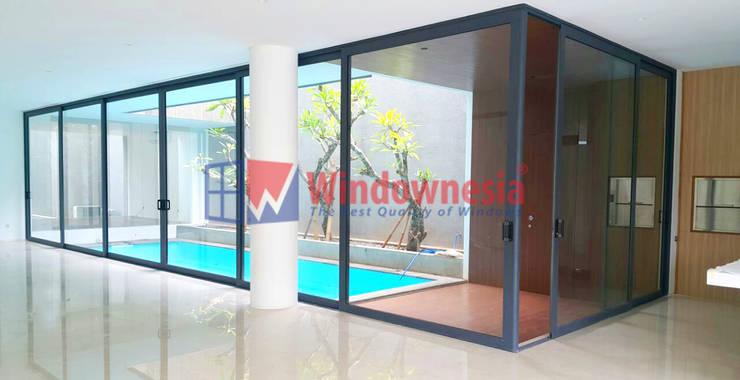 Pintu Geser Aluminium Minimalis:  Ruang Fitness by PT. Podomoro Windownesia