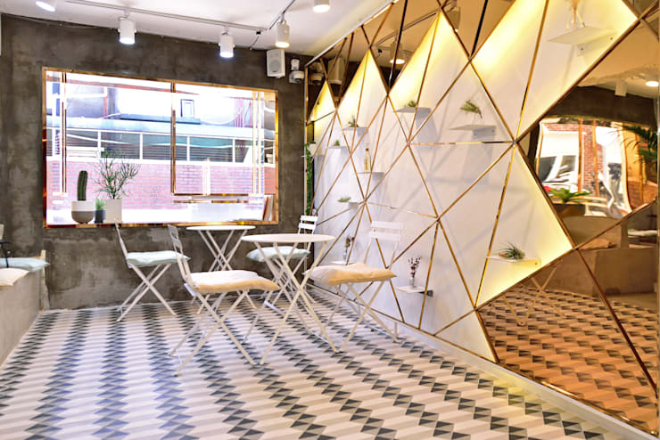 CAFE ARRIERE COUR: elevation의  거실,