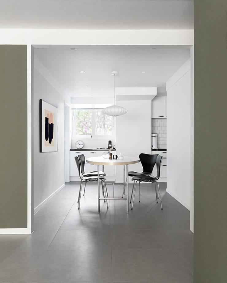 주방 인테리어: husk design 허스크디자인의  다이닝 룸