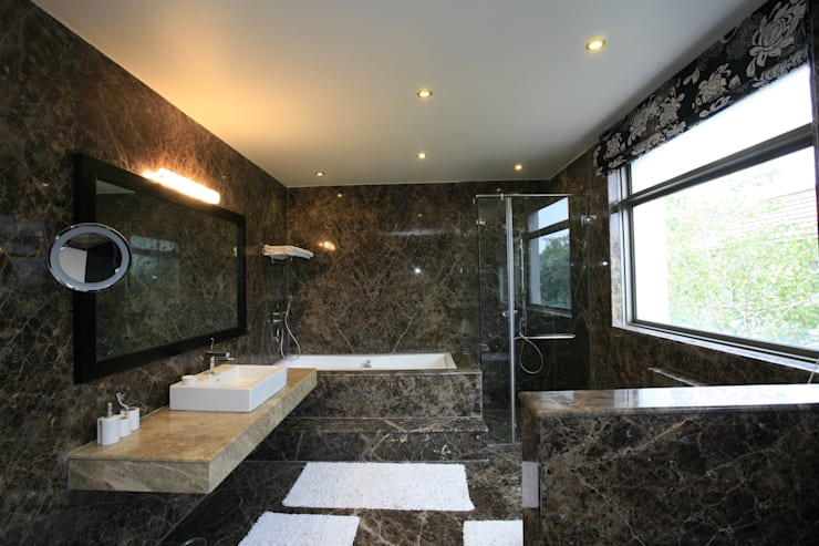 Prateek & Shivangi - Couple Room Interior: scandinavian Bathroom by tcrproject