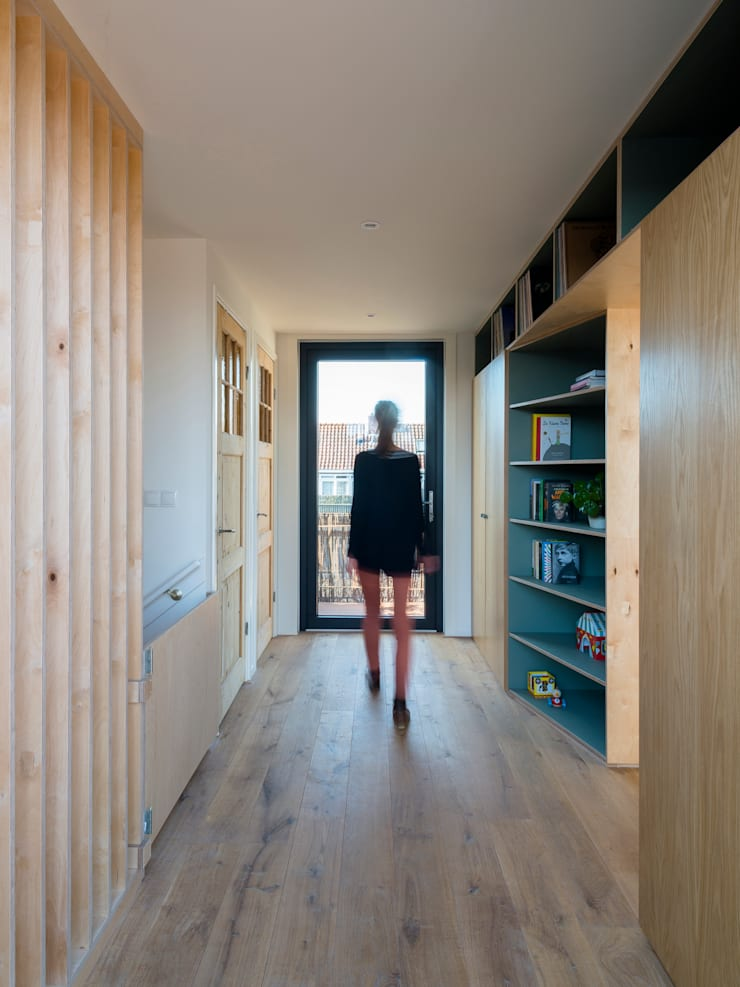 Interior:  Dak door Kevin Veenhuizen Architects, Modern Hout Hout