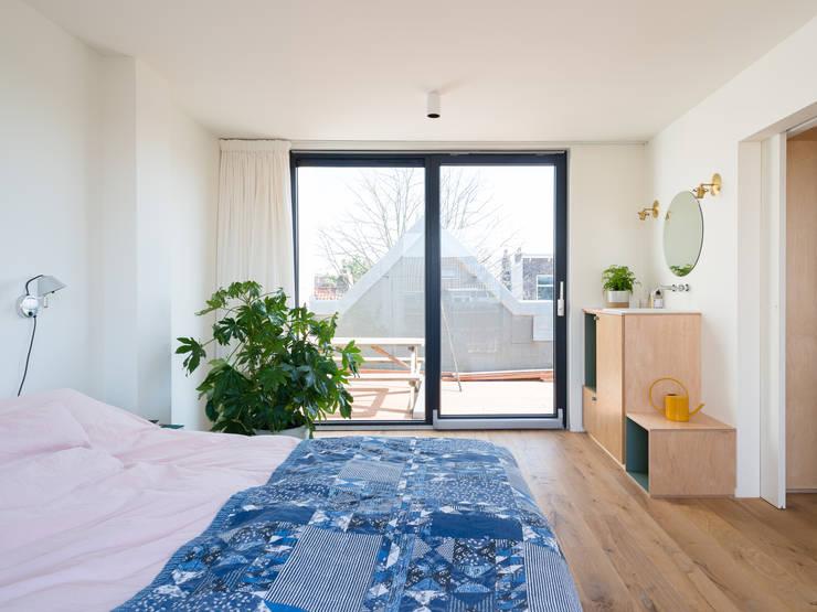 Bedroom:  Slaapkamer door Kevin Veenhuizen Architects, Modern Hout Hout