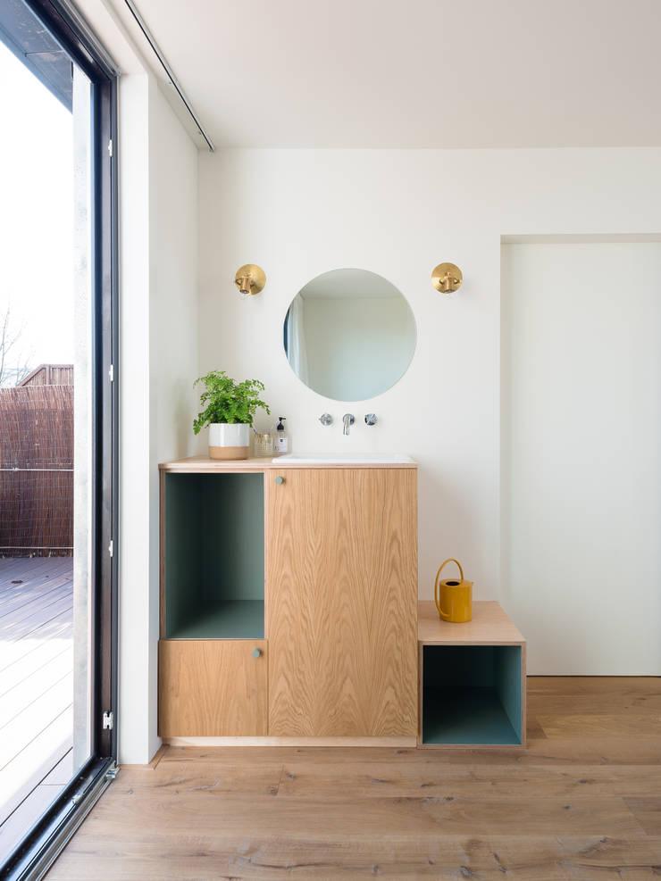 Interior: modern  door Kevin Veenhuizen Architects, Modern Hout Hout