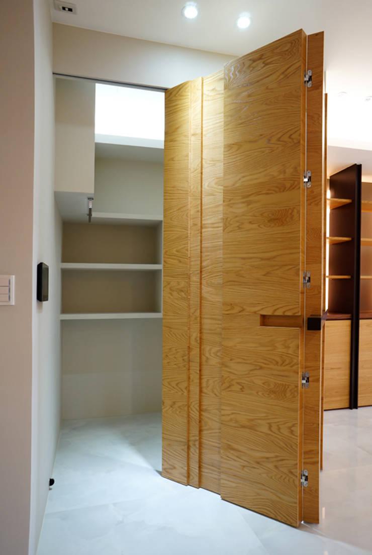 全室案例-基隆市楊宅:  客廳 by ISQ 質の木系統家具