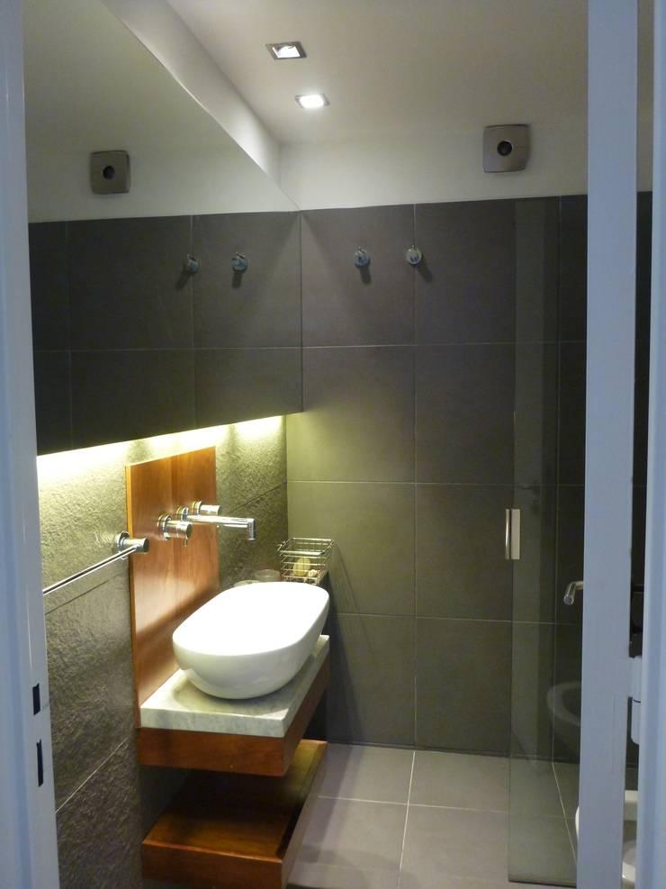 Baños de estilo  por arq.c2, Moderno