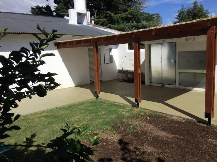 Ampliación vivienda unifamiliar:  de estilo  por KaZeta Casa Estudio,