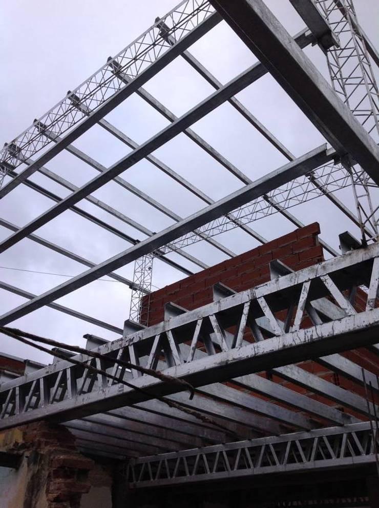 Construcción gimnasio:  de estilo  por KaZeta Casa Estudio,