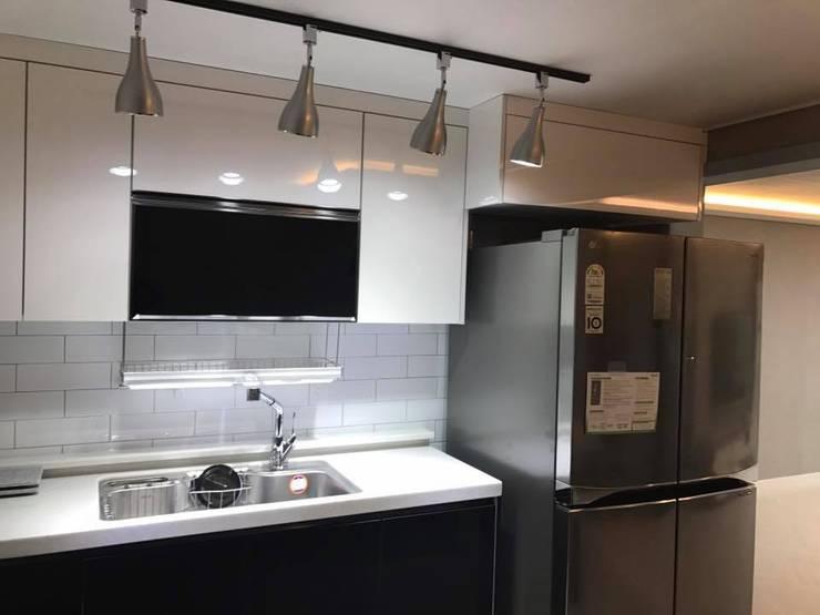 연일 삼도3차 아파트 : 디자인K하우징의  주방