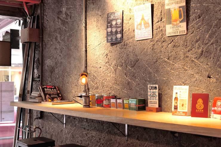 牆面 打除 設計感:  酒吧&夜店 by 艾莉森 空間設計