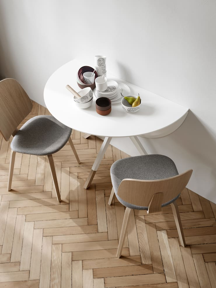 Mesa Billund e cadeiras Aarhus: Sala de jantar  por BoConcept Lisboa
