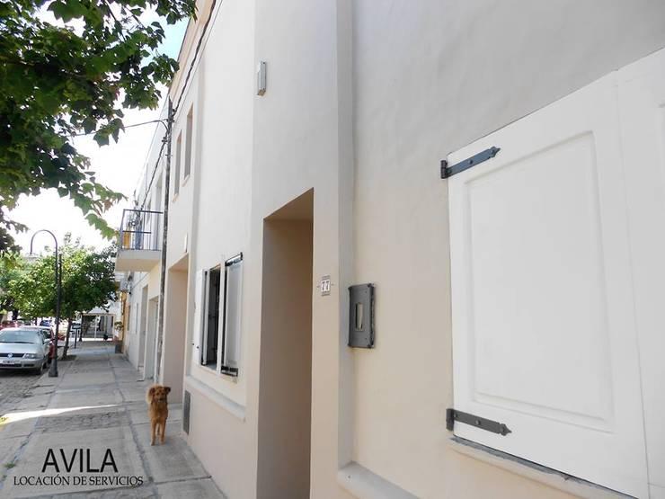 Restauracion de frente:  de estilo  por Avila-Pintura&Revestimientos