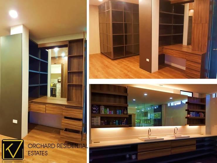 Modern Modular Kitchen:  Bathroom by Kat Interior and Design