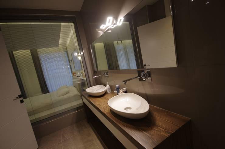 Lina İç Mimarlık – Modern Villa Projesi: modern tarz Banyo