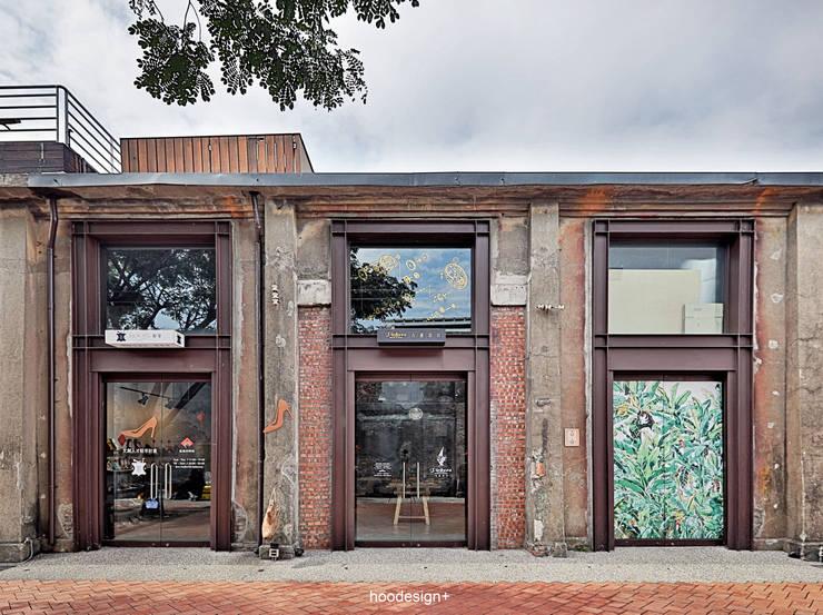 Locaux commerciaux & Magasins de style  par 森畊空間設計, Éclectique Briques