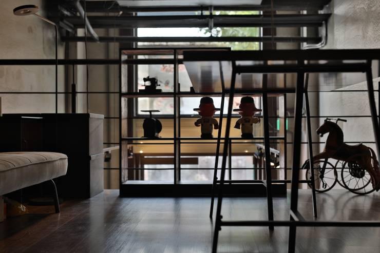 de style  par 森畊空間設計, Industriel Fer / Acier