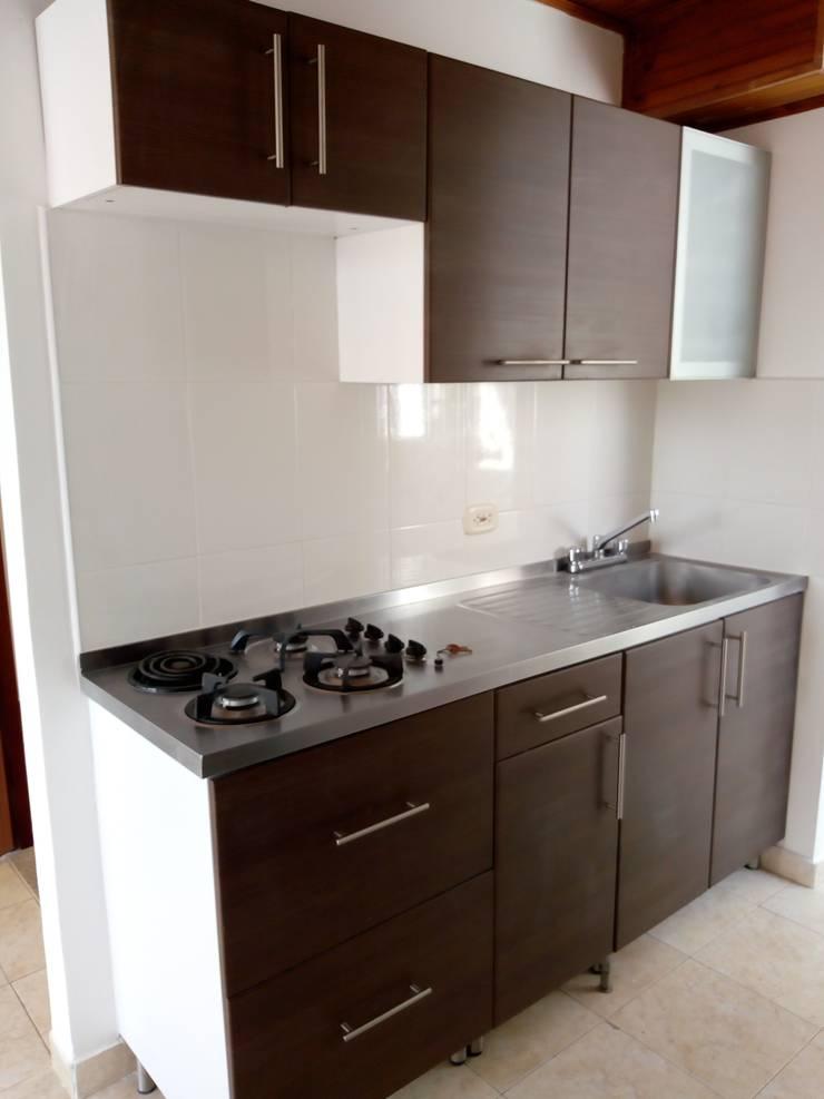 Cocina integral: Cocinas integrales de estilo  por Trazos Studio SAS