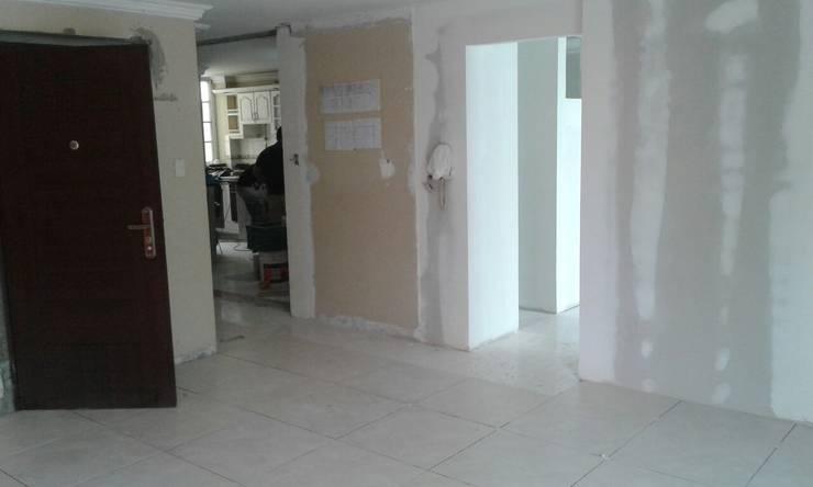 Apartamentos Medina: Salas de estilo  por Trazos Studio SAS, Minimalista