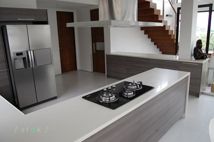 Modular Kitchen—Tagaytay City:  Kitchen by Stak Modern Kitchens