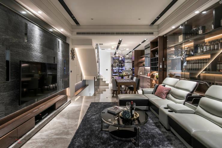 豪邸-京藏:  客廳 by SING萬寶隆空間設計