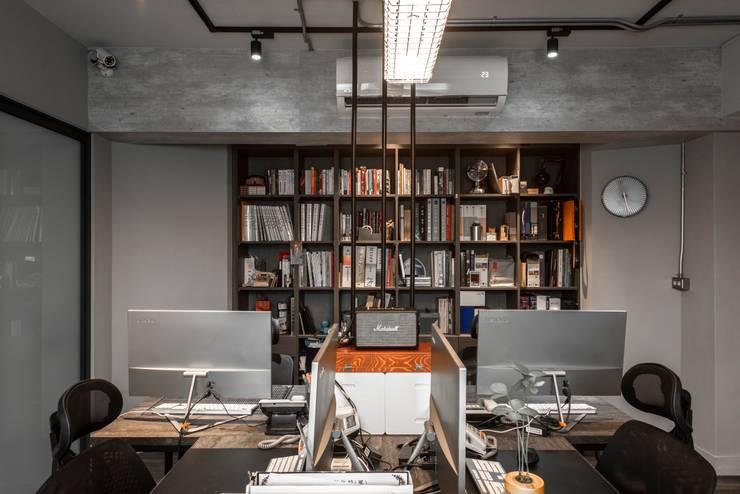 inside:  辦公室&店面 by 湜湜空間設計