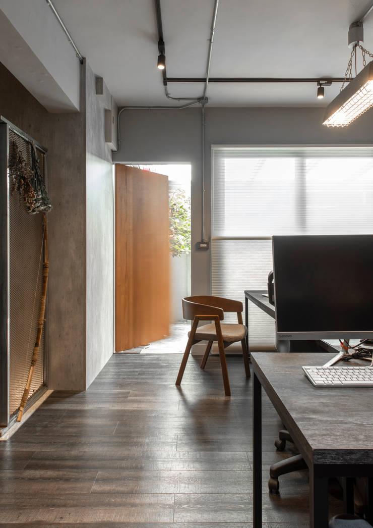 entrance:  辦公室&店面 by 湜湜空間設計