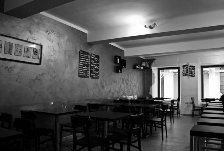 """<q class=""""-first""""> Il Gallone </q>- Cocktail & Wine Bar: Negozi & Locali Commerciali in stile  di Studio di Architettura IATTONI,"""