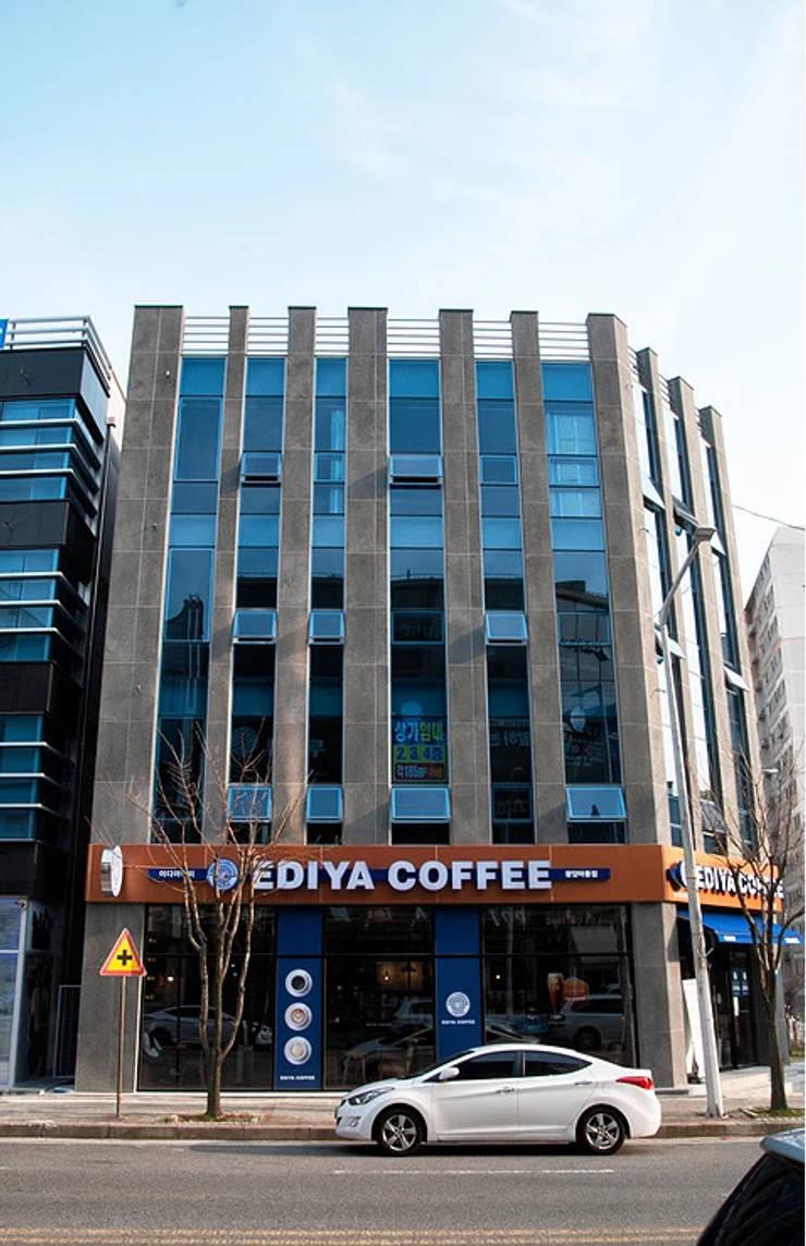 마동 K씨 빌딩: 인중헌 건축사 사무소의  주택