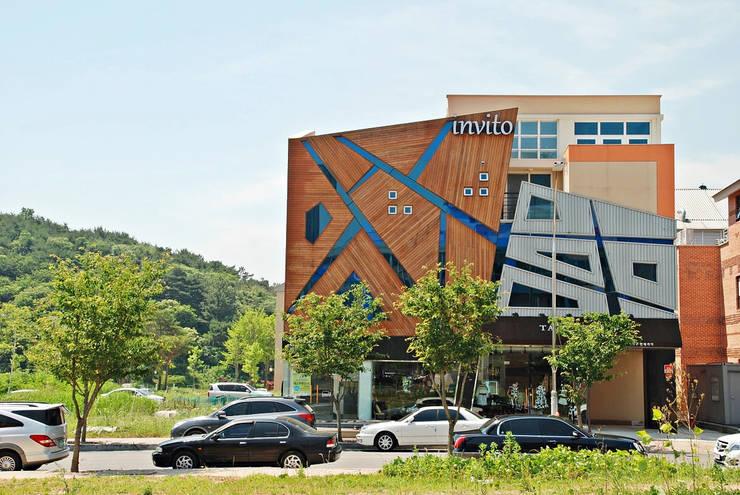 왕지동 N씨 근생: 인중헌 건축사 사무소의  상업 공간