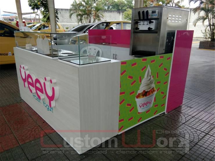 DISEÑO Y PRODUCCIÓN STAND DE ISLA : Espacios comerciales de estilo  por CUSTOM WORK DISEÑO ,