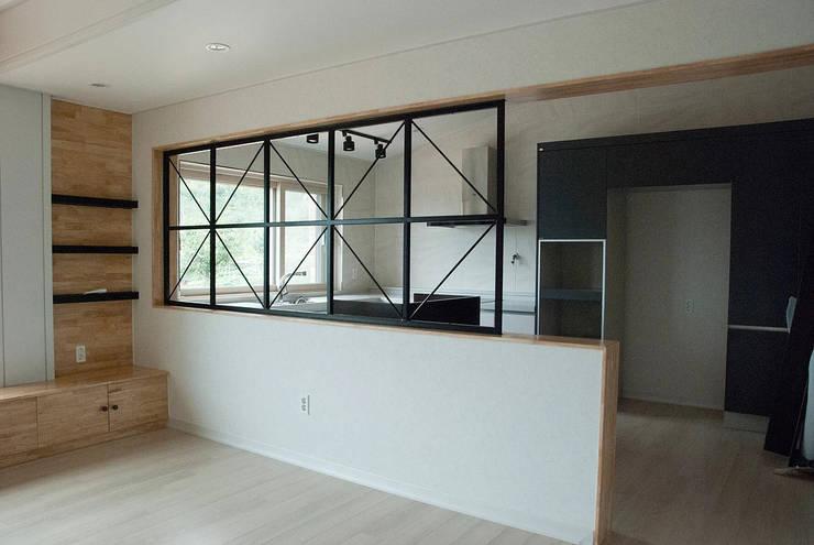 장동리 K씨 주택: 인중헌 건축사 사무소의  주방