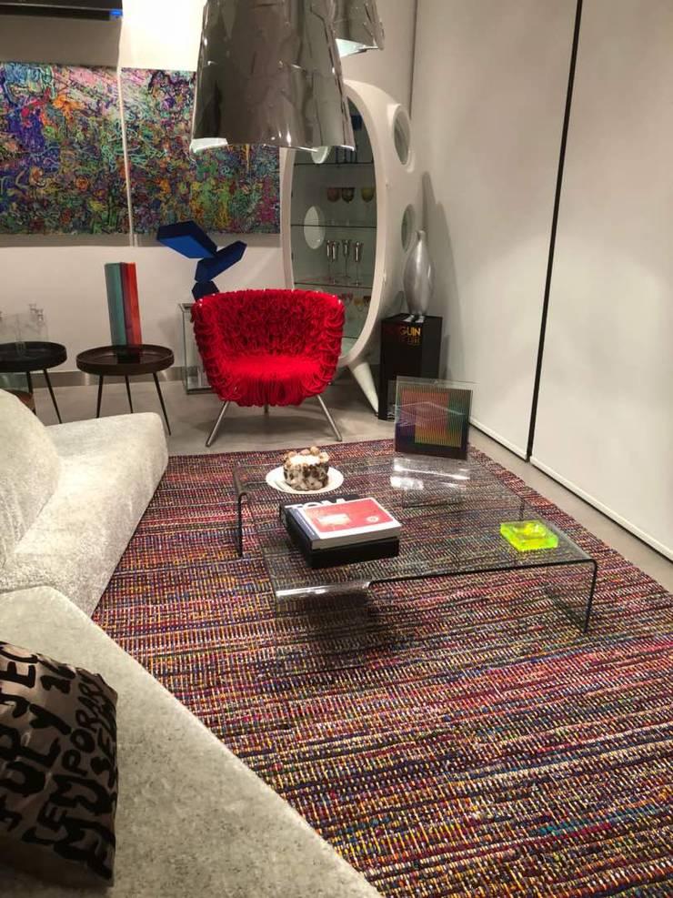 Sala : Hogar de estilo  por THE muebles