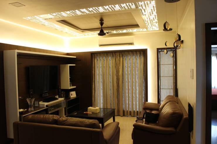 Tamhane Residence Interiors:  Living room by Vangikar Architects,Modern