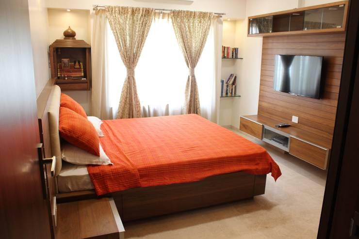 Tamhane Residence Interiors:  Bedroom by Vangikar Architects,Modern