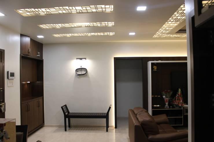 Tamhane Residence Interiors:  Corridor & hallway by Vangikar Architects,Modern