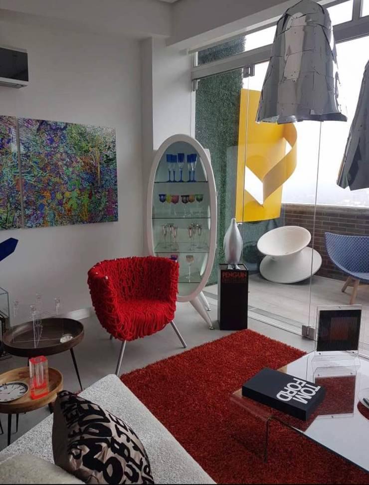 Apartamento en Campo Alegre: Hogar de estilo  por THE muebles