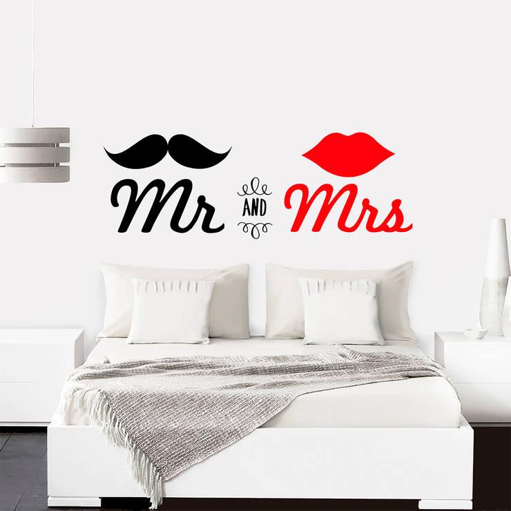 Vinilo decorativo MR. & MRS.: Paredes y suelos de estilo  por TopList,