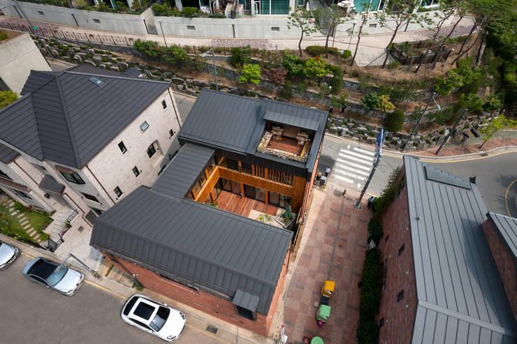 운중동 주택: 건축사사무소 ids의  목조 주택,