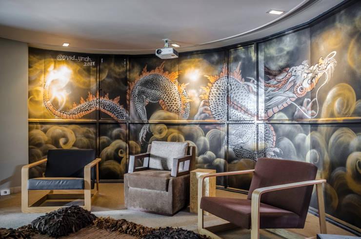 CASA MANTYX : Estudios y despachos de estilo moderno por Aluzina
