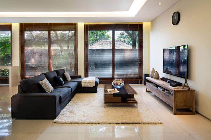 Nakula House:  Rumah tinggal  by BAMA
