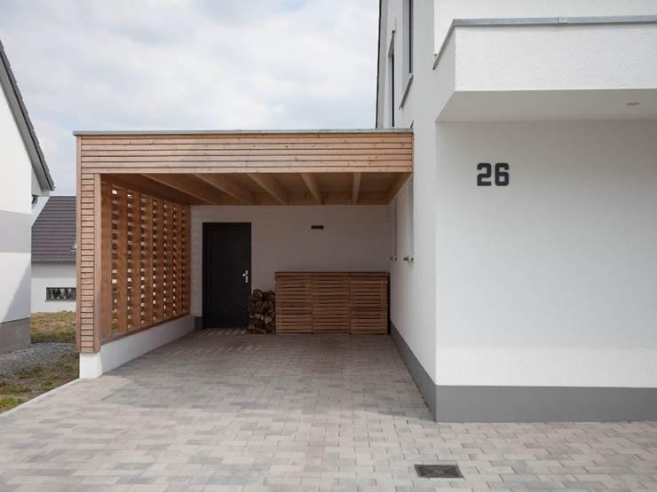 Haus in Weimar:  Carport von Herrmann Massivholzhaus GmbH