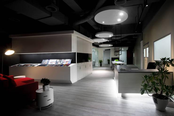 中瀛科技實驗室:  辦公大樓 by 成寰設計有限公司