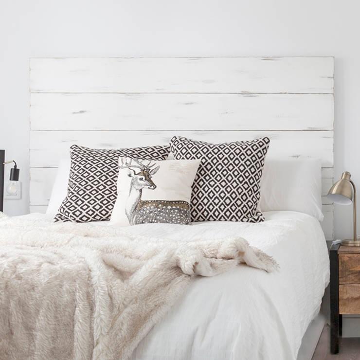 Cabecero nórdico blanco: Dormitorios de estilo escandinavo de Dimeic