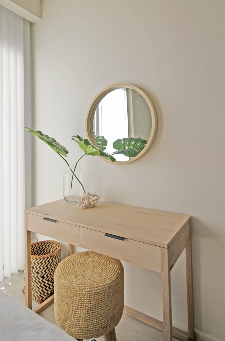 Cape Town Apartment:  Dressing room by Principia Design, Eclectic