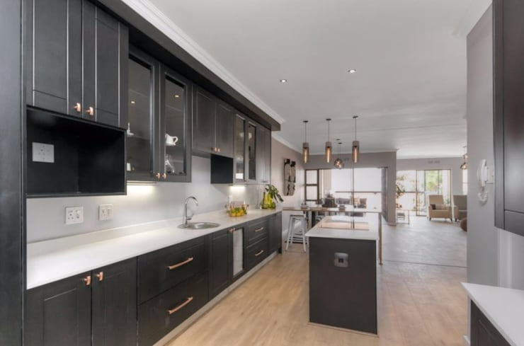 Kitchen: After:   by Red Rabbit Interiors