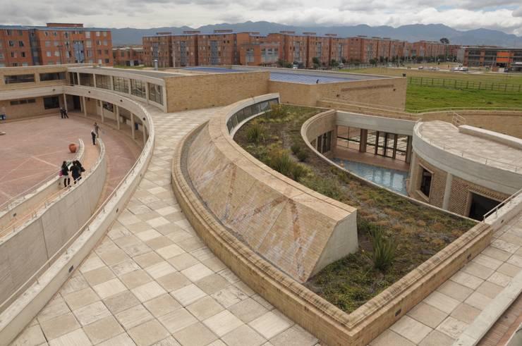 Centro de desarrollo comunitario El Porvenir Bosa : Terrazas en el techo de estilo  por Polanco Bernal Arquitectos