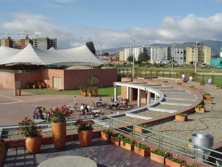 Plaza de los artesanos : Centros de exhibiciones de estilo  por Polanco Bernal Arquitectos