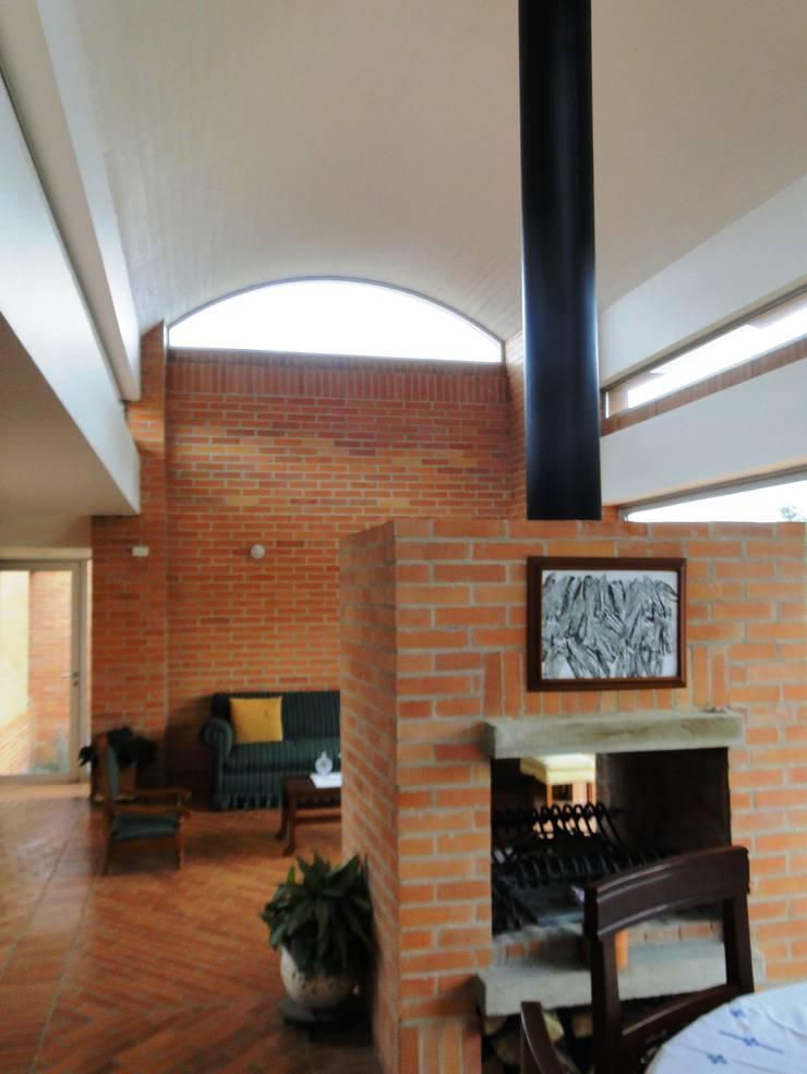 Casa de recreo : Salas de estilo rústico por Polanco Bernal Arquitectos