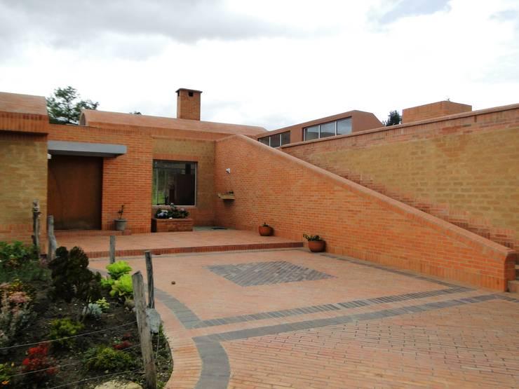 Casa de recreo : Terrazas de estilo  por Polanco Bernal Arquitectos